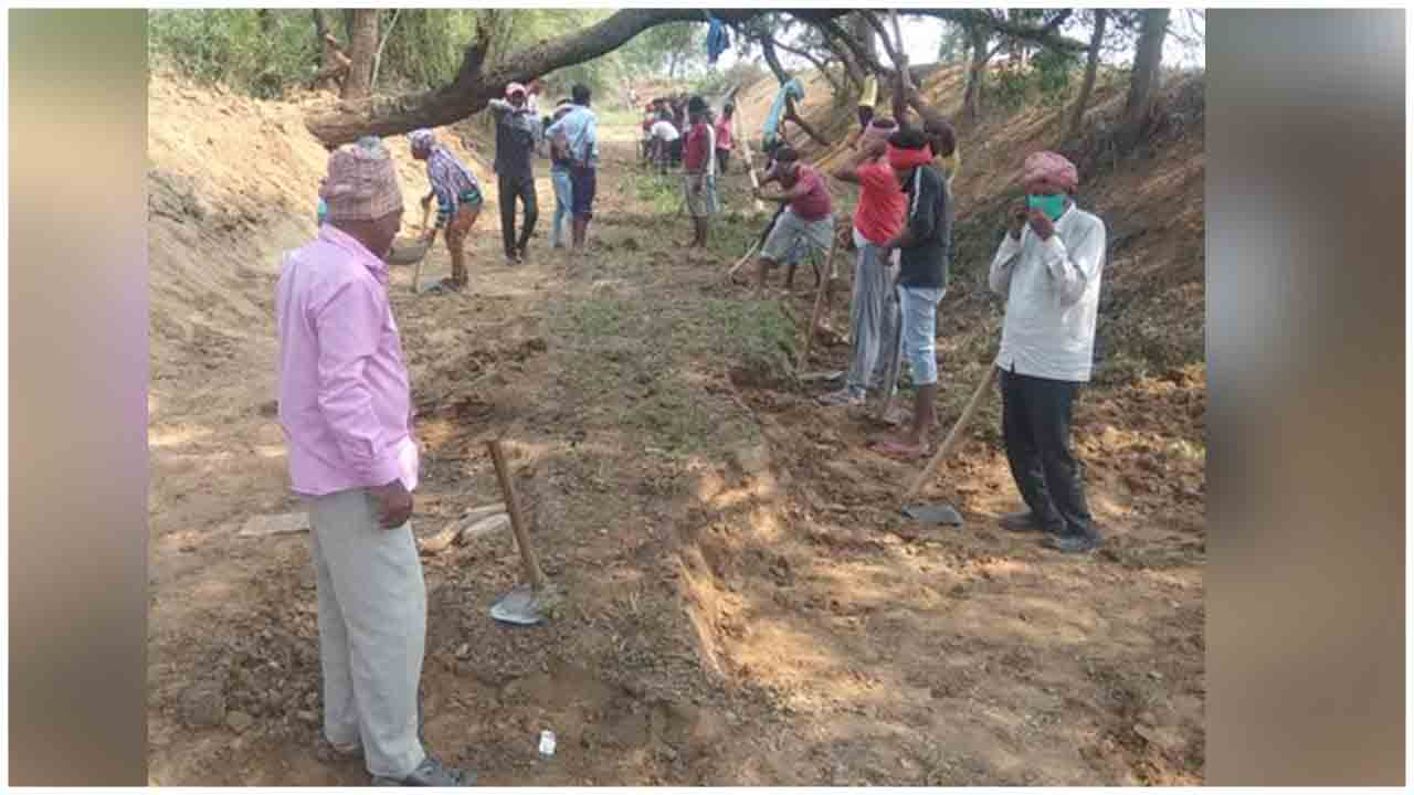 Agricultural labourers get works under MNREGA in Bihar during Covid_19 Lockdown