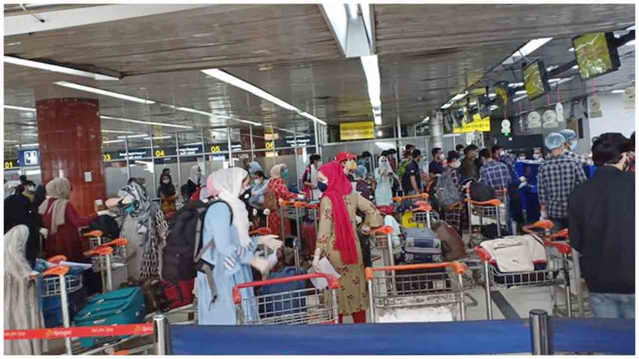 As part of Vande Bharat Mission, 169 Indian nationals being evacuated from Bangladesh through a special flight to Srinagar