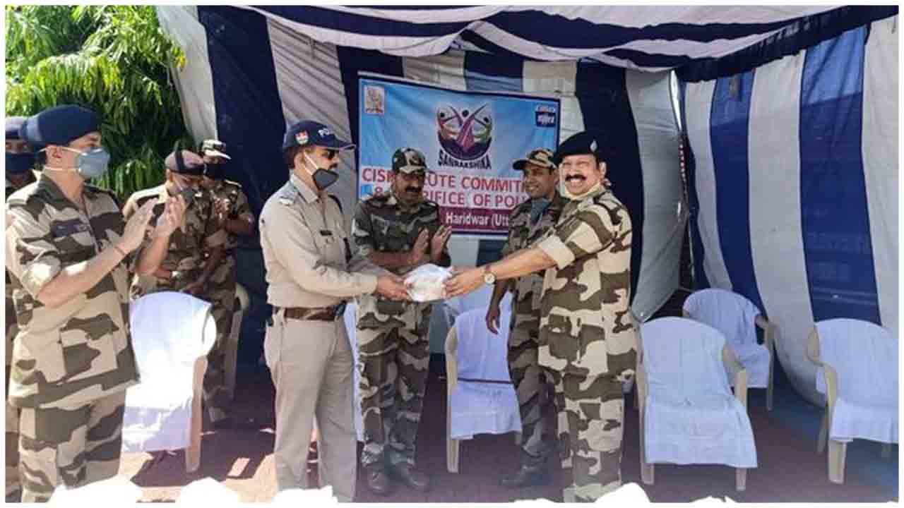 CISF personnel of BHEL Haridwar UP distributed fruits, juice packets, and other refreshment items to all Coronaworriers of Ranipur Police Station