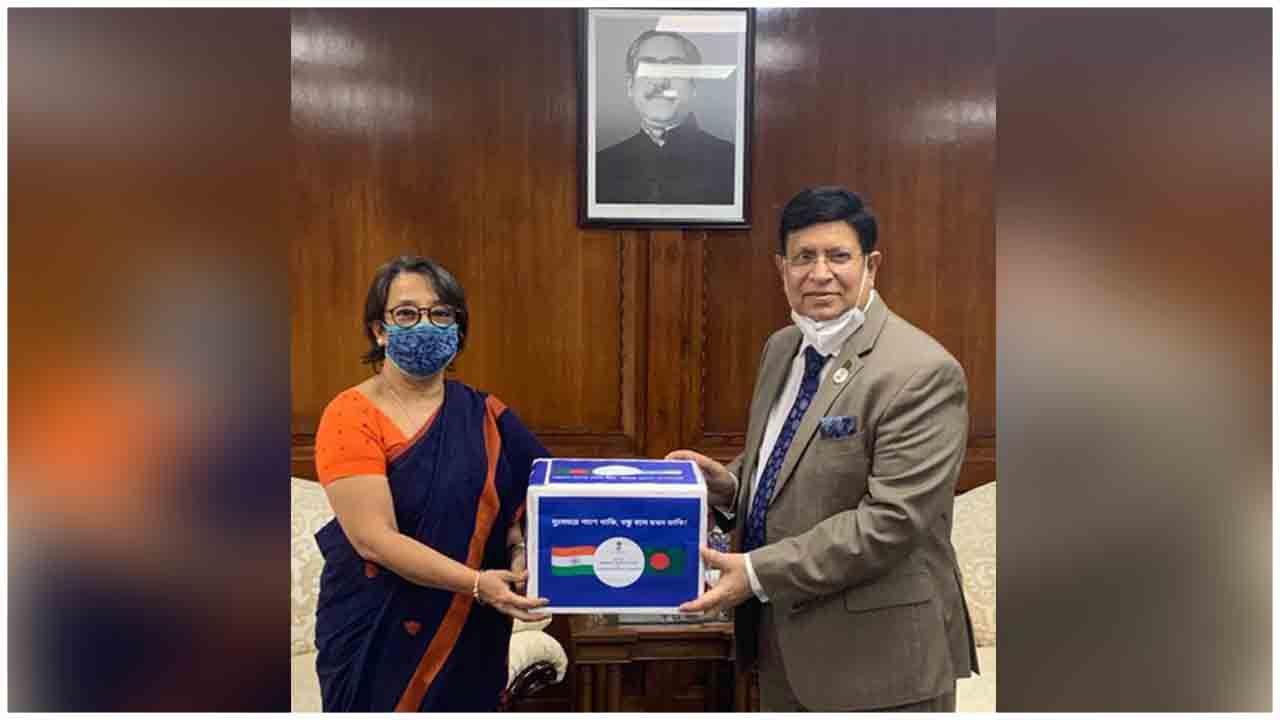 India hands over 3rd tranche of emergency medical assistance to Bangladesh