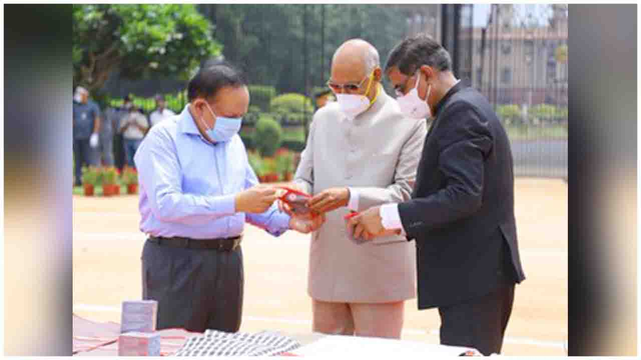 President of India flags off 9 trucks carrying Indian Red Cross relief supplies including COVID19 protection items for flood-affected Assam, Bihar & Uttar Pradesh, in presence of Health Minister Dr. Harsh Vardhan .