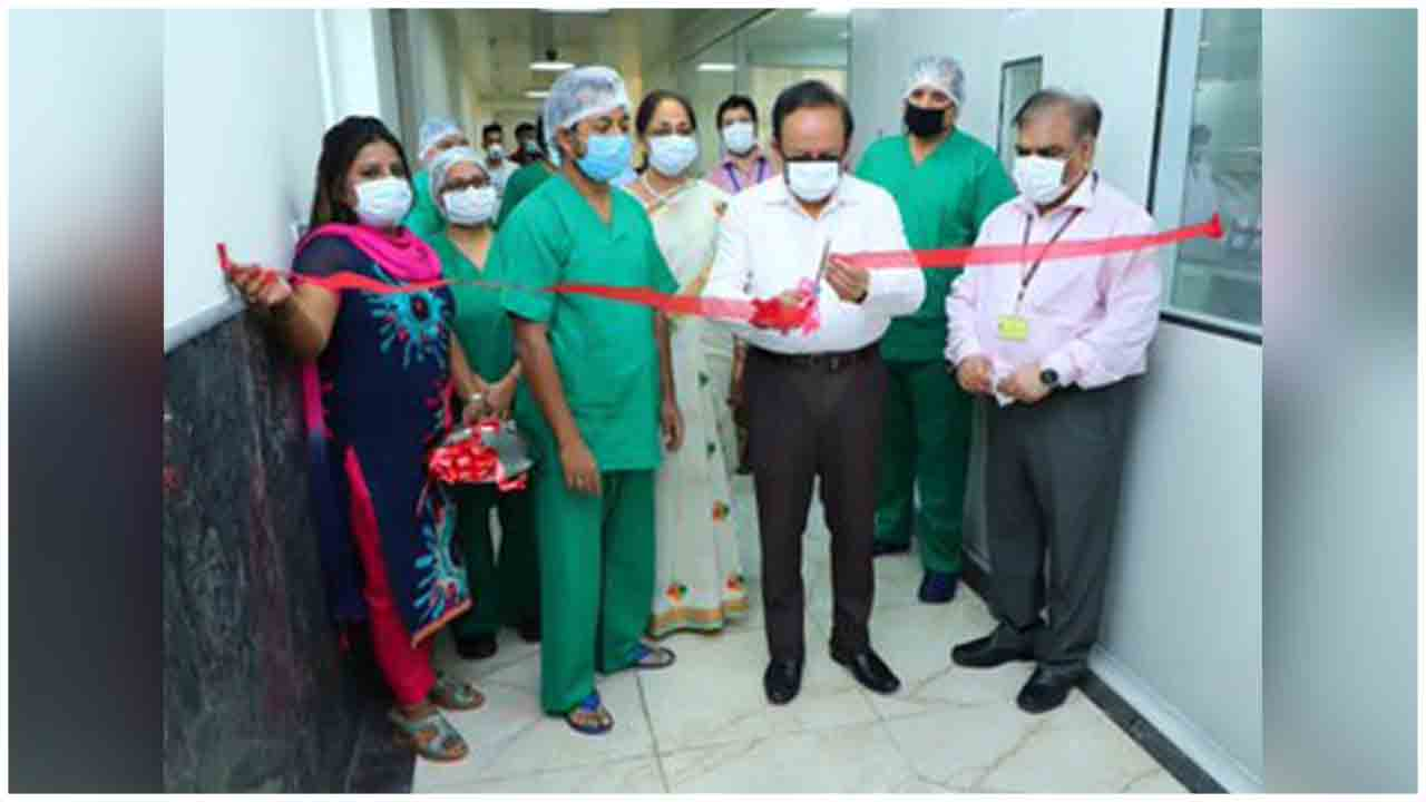 Union Health Minister Dr. Harsh Vardhan  dedicates COBAS 6800 testing machine to the nation